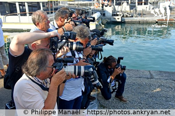 Photographes en action (Fiction TV de La Rochelle 2015 / Festival / France / Poitou-Charentes - FR-17) © Philippe Manaël